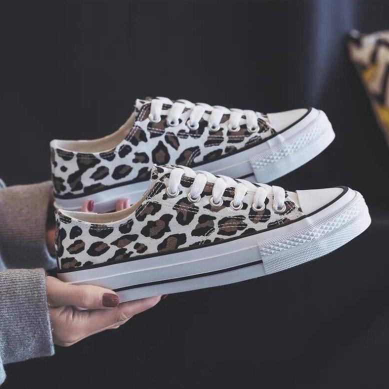 Bonnieshoes Leopard Printed Lace-Up Sneakers
