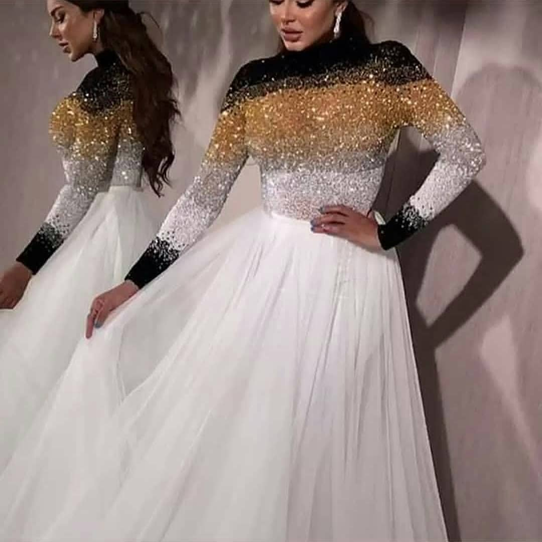 Elegant Long-sleeved Evening Dress With Long Sleeves