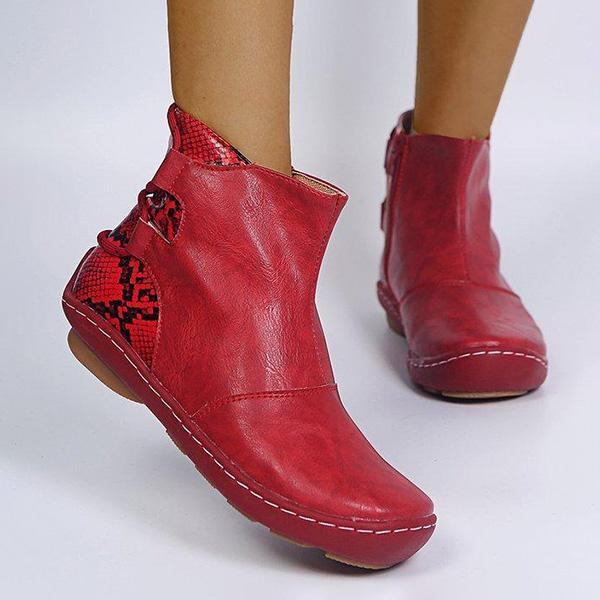 Bonnieshoes Serpentine Round Toe Low Heel Boots