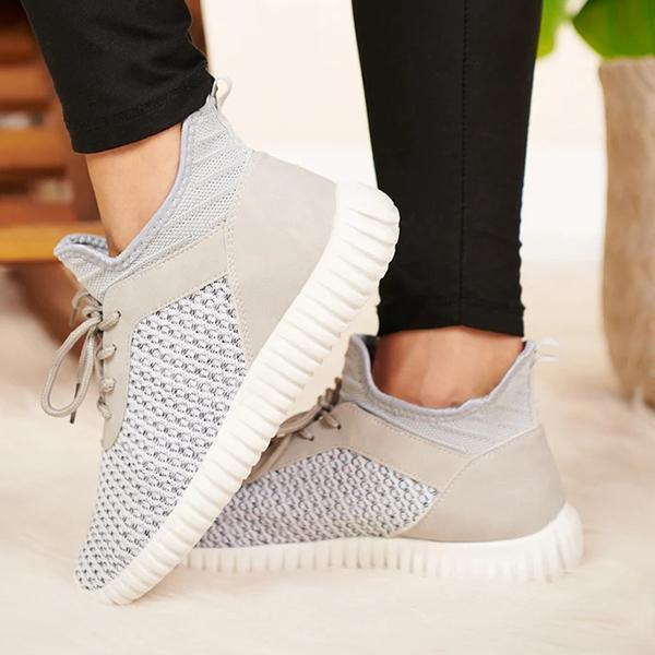 Zoeyootd Loose Knit Sneakers