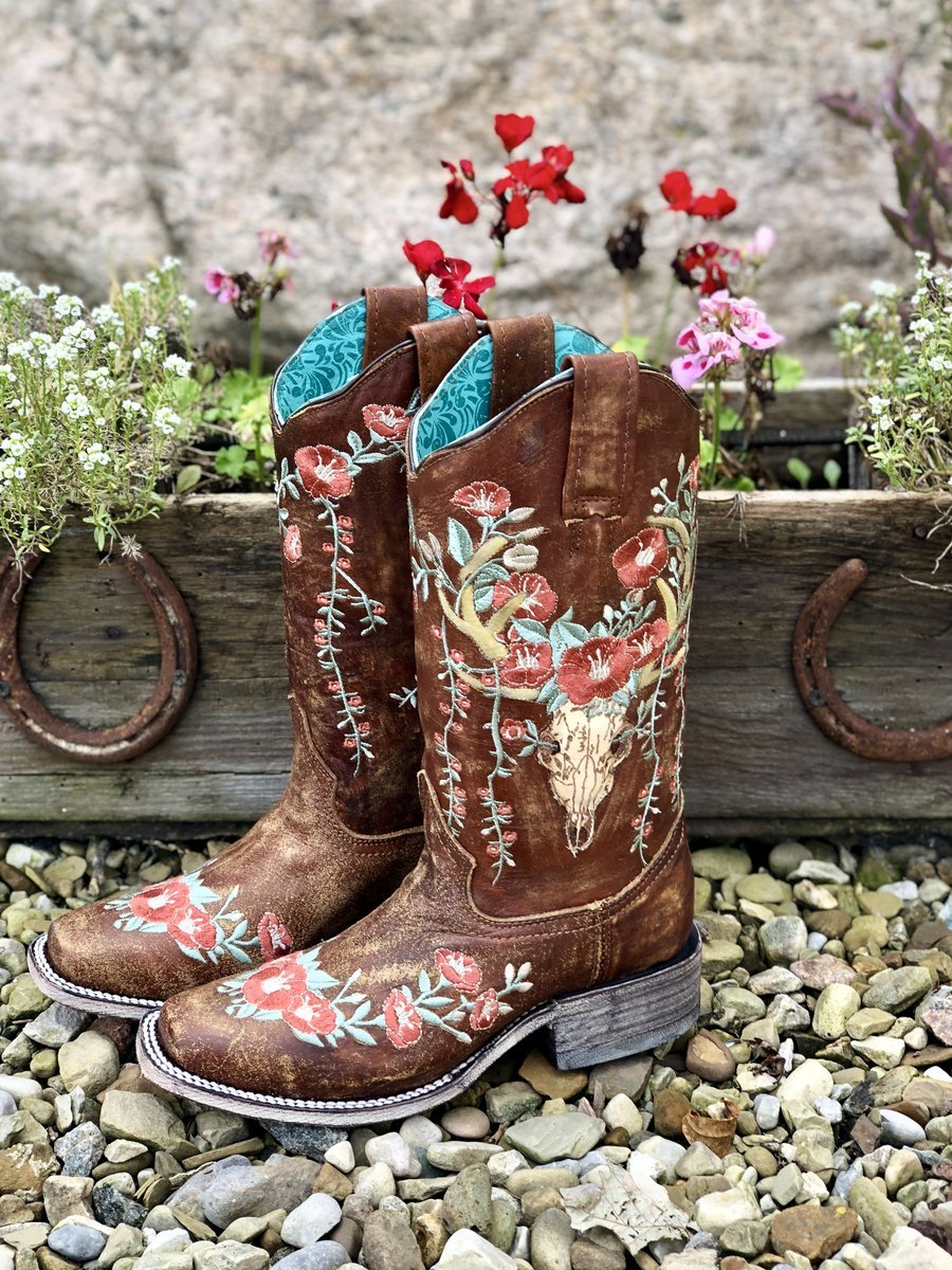 【🎊FREE SHIPPING🎊】Deer Skull & Embroidery Distressed Tan Square Toe Boots