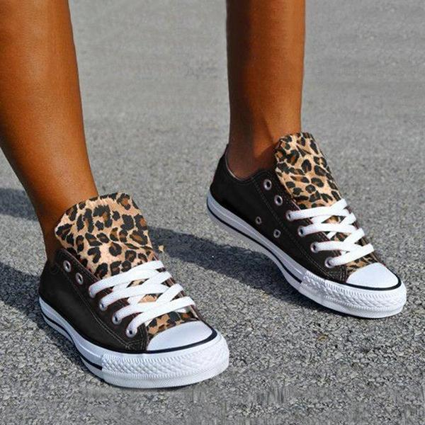 Zoeyootd Lace-Up Canvas Leopard Flat Heel Casual Sneakers