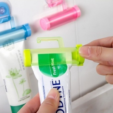 New toothpaste partner suction cup hook rolling toothpaste toilet toiletries