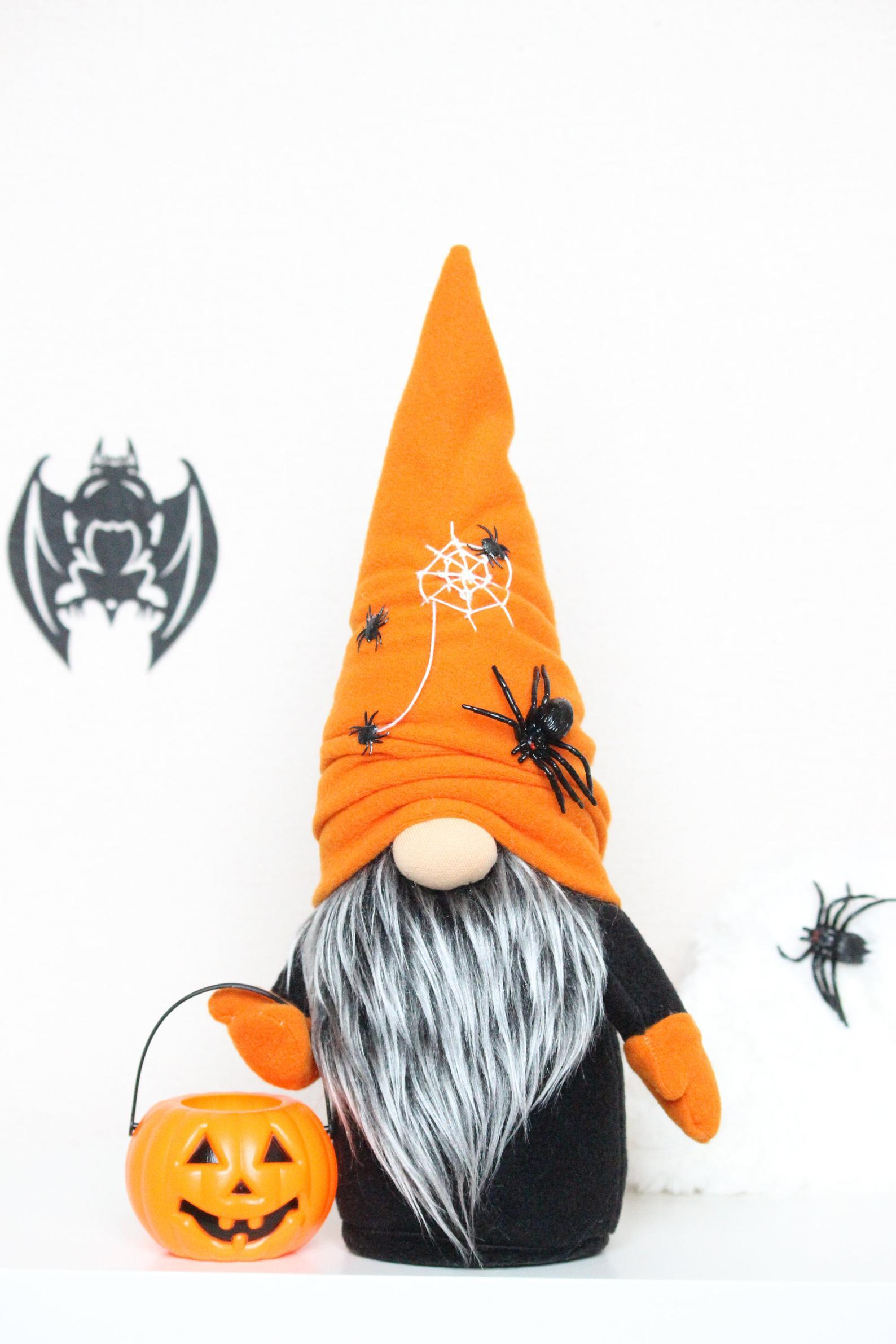 Halloween gnome with pumpkin and spider / Fall gnome / Halloween decor / Hocus Pocus / fall table decor