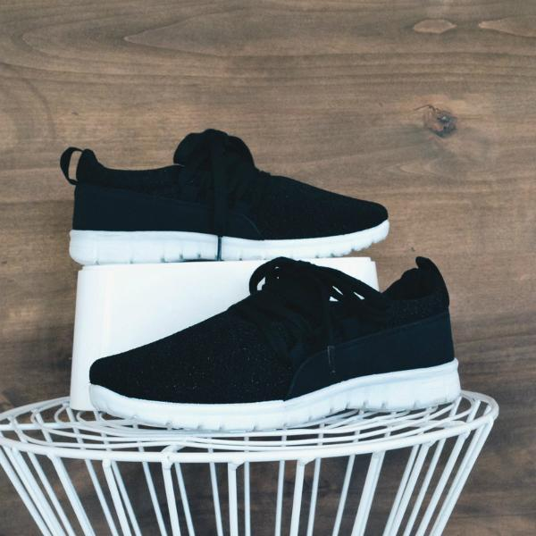 Mokoshoes Adjustable Laces Suede Sneakers