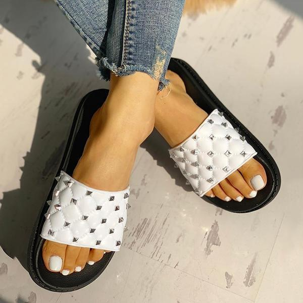 Bonnieshoes  Rivet Design Open Toe Slippers