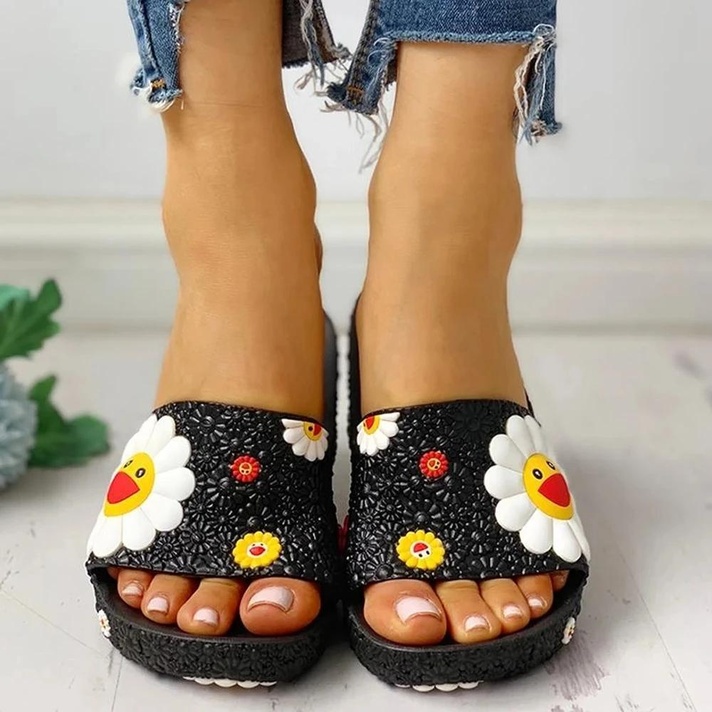 Zoeyootd Colorful Smile Sunflower Emblished Beach Slippers