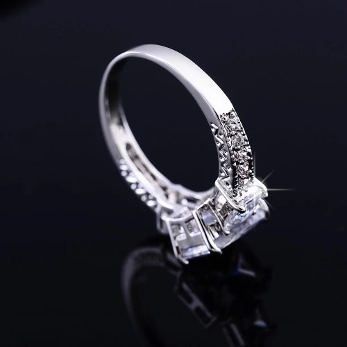 Fashion Unique Hot Charm White Gold Plated Rectangle Zircon Rhinestone Crystal Ring Jewelry Accessory for Woman Girl Wedding Gift Party