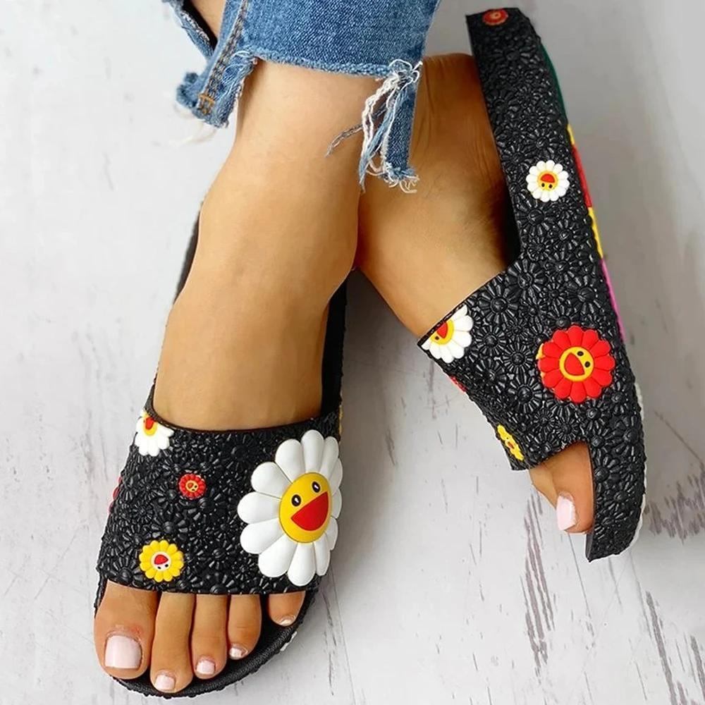 Mokoshoes Colorful Smile Sunflower Emblished Beach Slippers