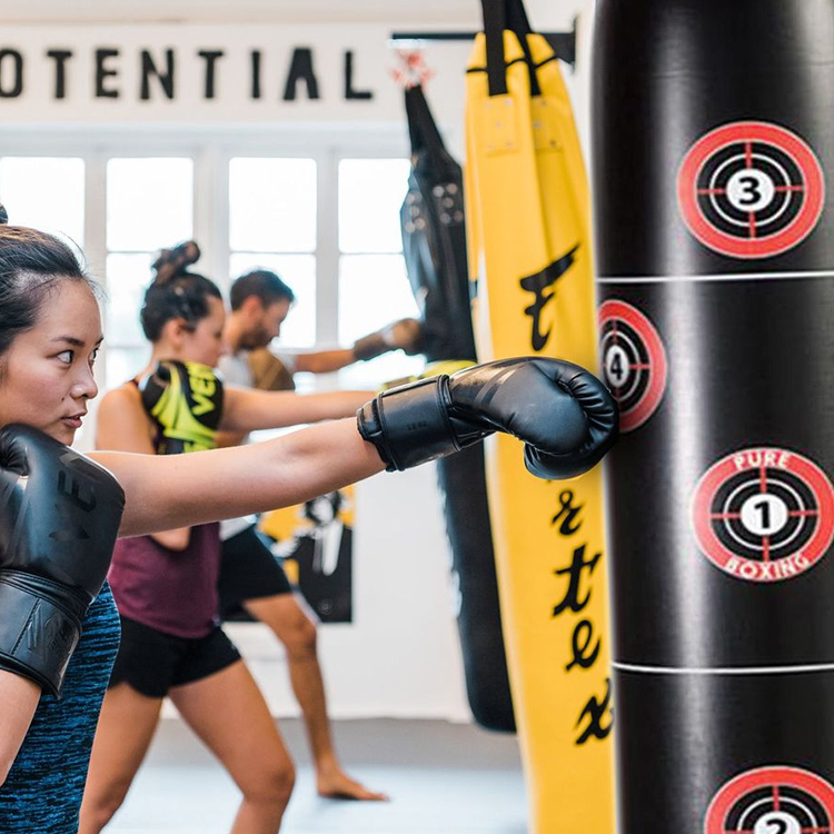 Inflatable vertical boxing column