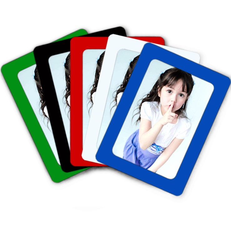 Punch free magnetic photo frame