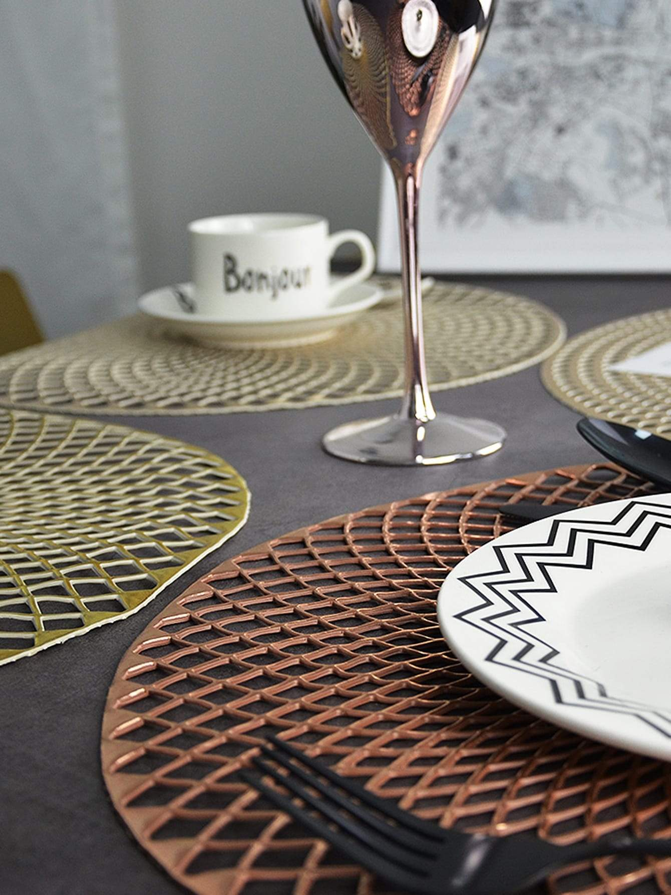 Round Hollow Hot Stamping Placemat 1pc